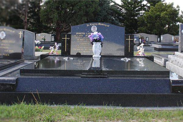 memorials-pic27.MjI2OTEyMjA4